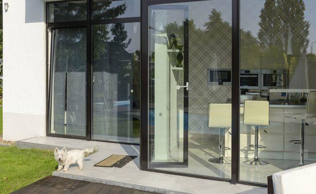 Aussenbereich_Haus_mit_Aluminiumfenster_MB_45_3c