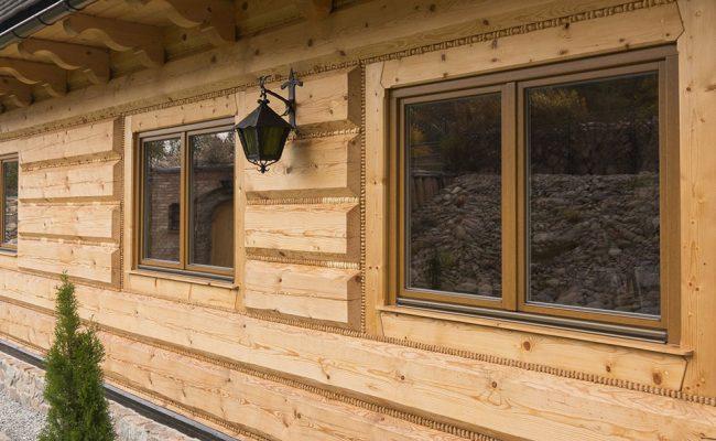 Aussenbereich_Haus_mit_Holzfenster_SOFTLINE_5_3c